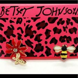 BETSEY JOHNSON~ Bees N Flora Stud Earrings
